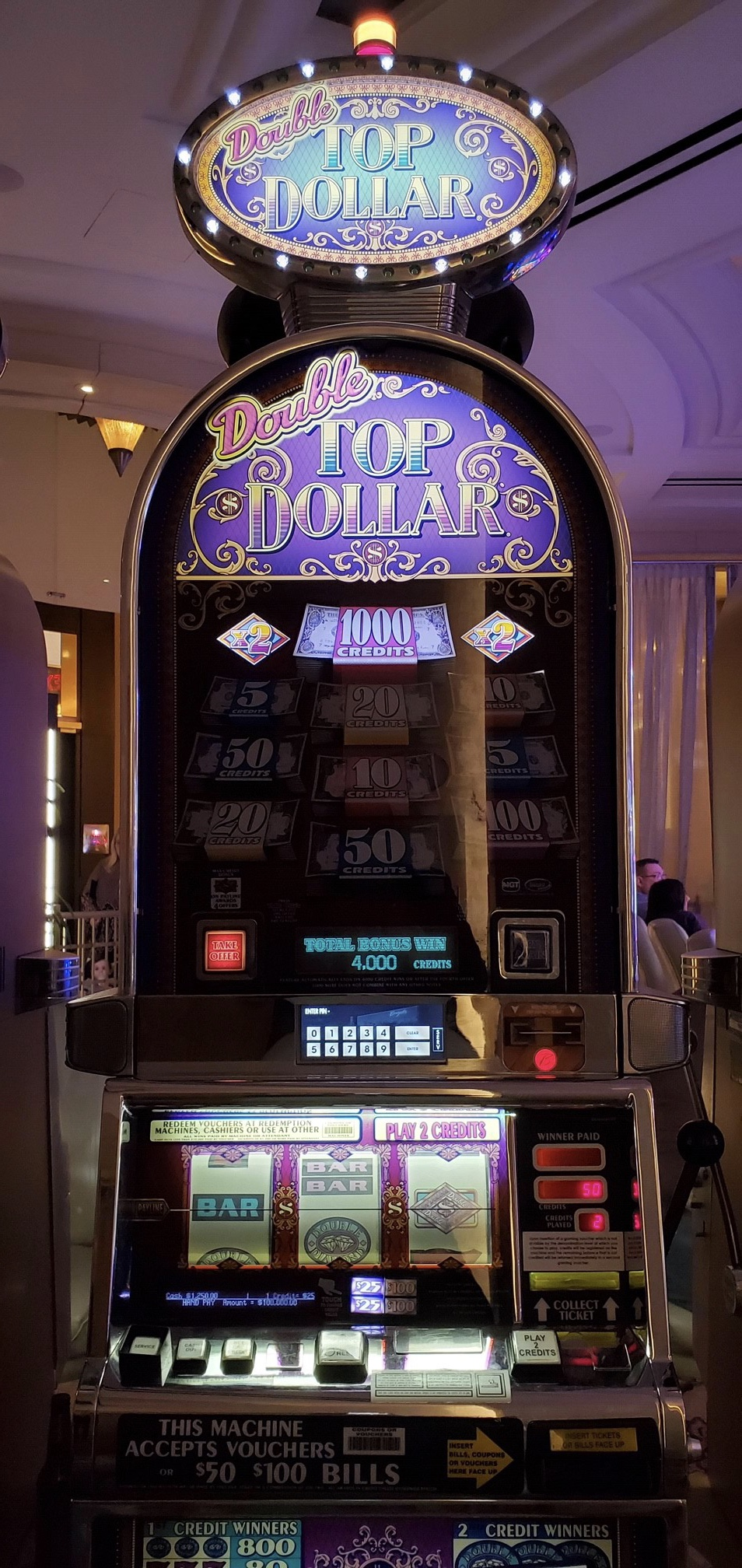 Play slot machines in vegas